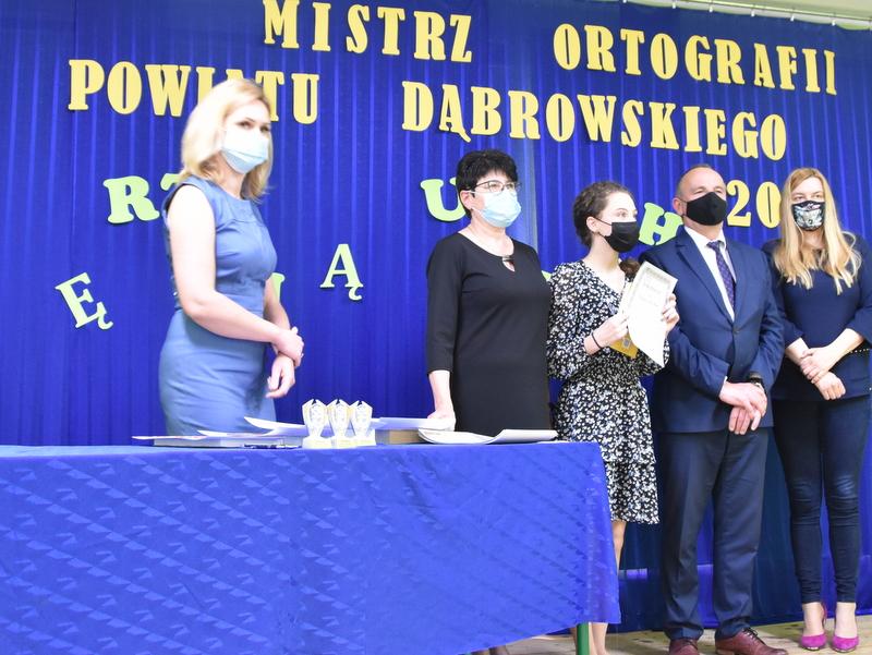 DSC 0090 Mistrzowie ortografii w powiecie dąbrowskim z nagrodami