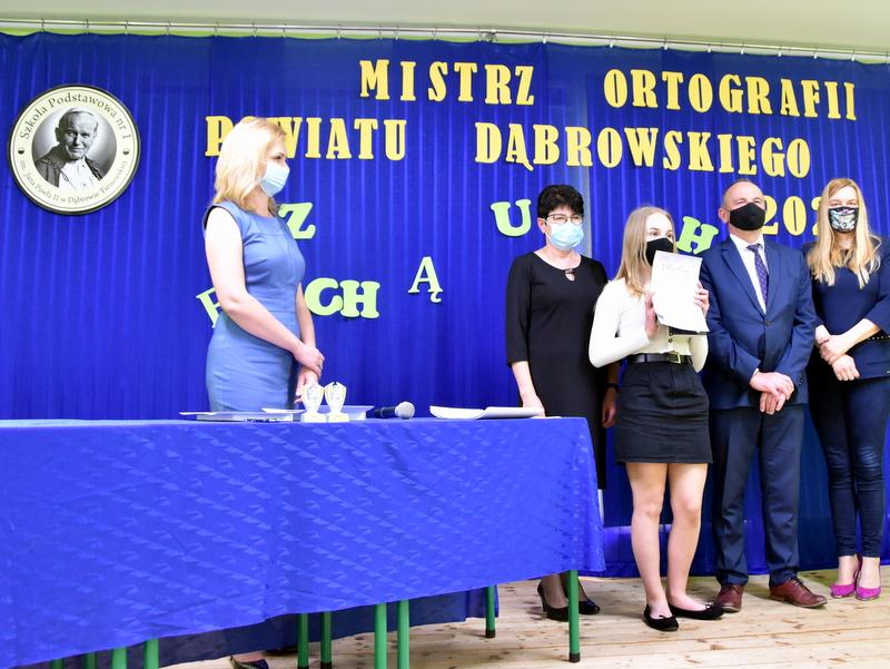 DSC 0092 Mistrzowie ortografii w powiecie dąbrowskim z nagrodami