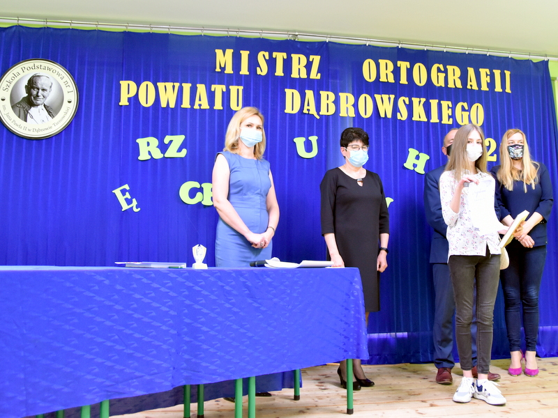 DSC 0094 Mistrzowie ortografii w powiecie dąbrowskim z nagrodami