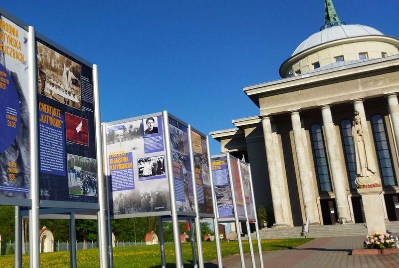 """IMG 20210512 070057 1 Zapraszamy do obejrzenia wystawy plenerowej """"Zbrodnia Katyńska 1940. Zagłada polskich elit"""""""