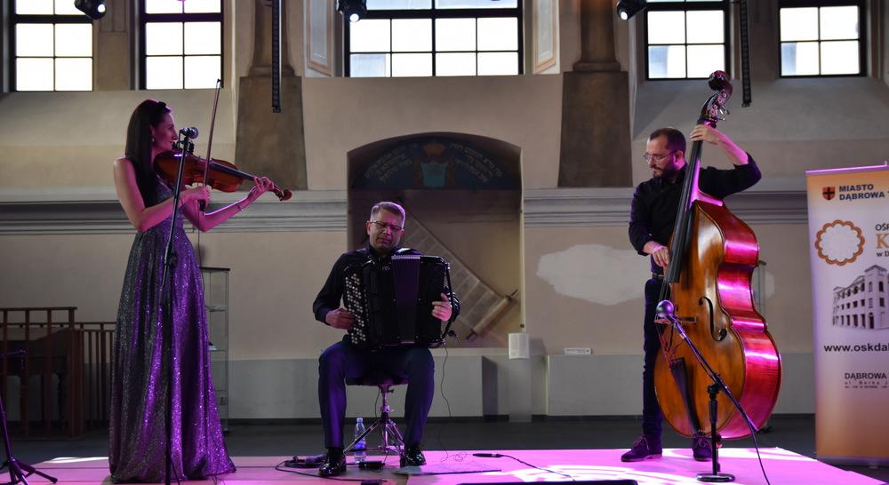 """koncert Klezmorim Trio 2021 OSKDT 1 Niezapomnianie chwile z """"Klezmorim Trio"""" w dąbrowskim OSK"""