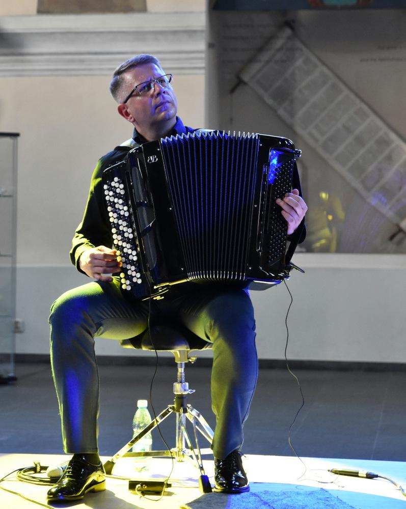"""koncert Klezmorim Trio 2021 OSKDT 4 Niezapomnianie chwile z """"Klezmorim Trio"""" w dąbrowskim OSK"""