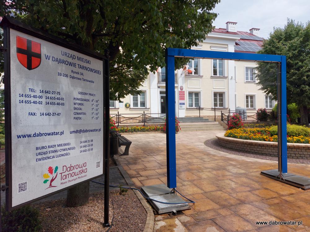 Kurtyna wodna w Dąbrowie Tarnowskiej 1 Kurtyna wodna przed dąbrowskim Urzędem Miejskim