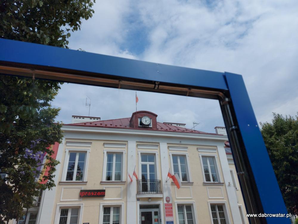 Kurtyna wodna w Dąbrowie Tarnowskiej 3 Kurtyna wodna przed dąbrowskim Urzędem Miejskim