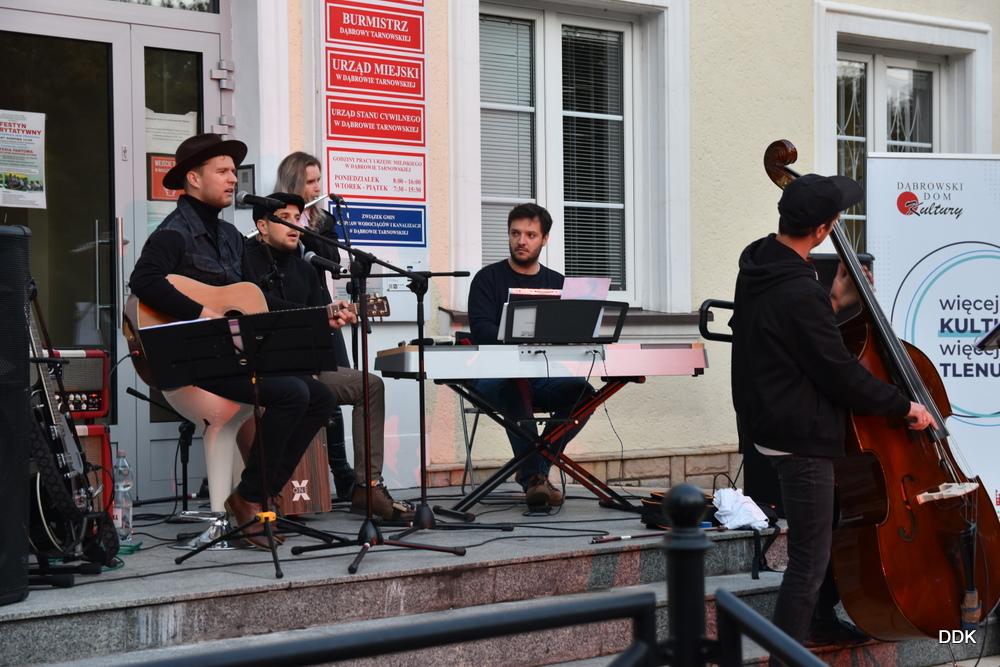 DSC 0797 Jesienne rytmy na dąbrowskim rynku