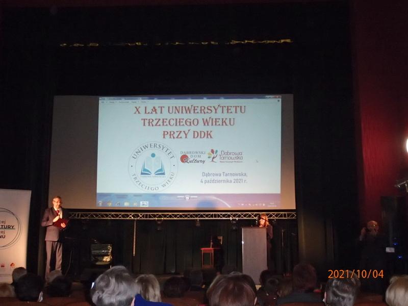 UTW Jubileusz X lecia Stowarzyszenia Uniwersytet Trzeciego Wieku przy Dąbrowskim Domu Kultury